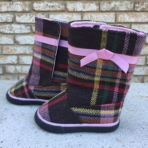 Natural steps baby boots size 2 plaid